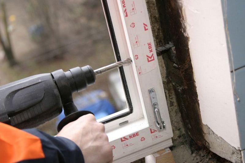 Новгородцы недовольны тем, что «Приоритет-ВН» не исполнил обязательства по договорам на ремонт жилья, покупке дверей, установке пластиковых окон.