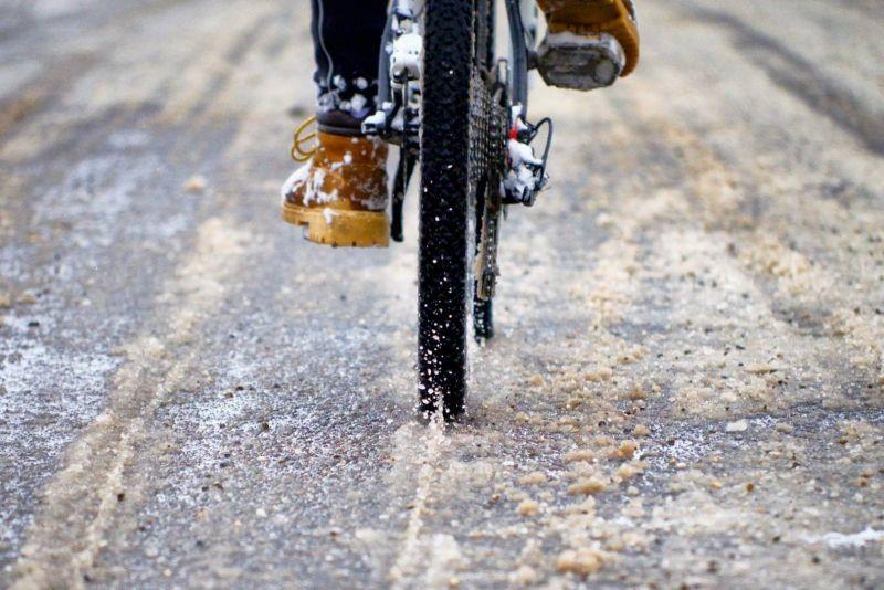 По мнению новгородских велоактивистов, передвижение на велосипеде зимой - это вопрос своевременной уборки и надлежащего содержания городской инфраструктуры