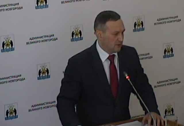 По итогам голосования 19 депутатов признали работу мэра и городской администрации «удовлетворительной», 9 – «неудовлетворительной, воздержавшихся не было.