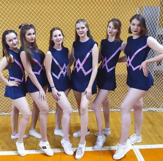 На чемпионате области по чир спорту команда НовГУ «NoName» стала первой в дисциплине «Cheer dance show».