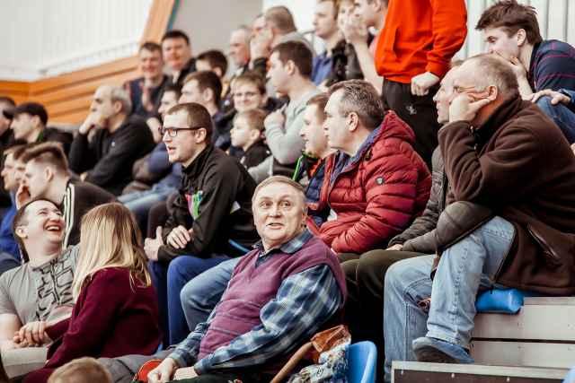 На домашние игры «Делового партнёра» в спорткомплекс НовГУ приходят сотни болельщиков.