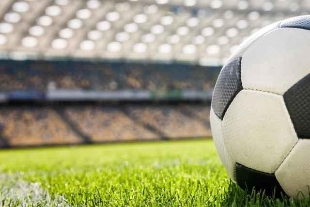 На 61 минуте матча один из зрителей выбежал на поле. Ответственность за данное правонарушение предусмотрена ч. 1 ст. 20.31 КоАП РФ.