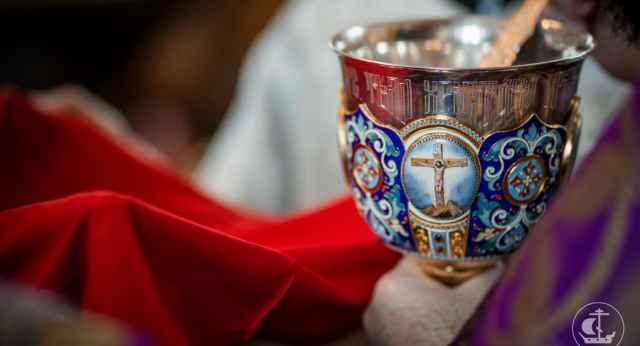 Ранее глава областного управления Роспотребнадзора приостановила проведение богослужений в регионе.