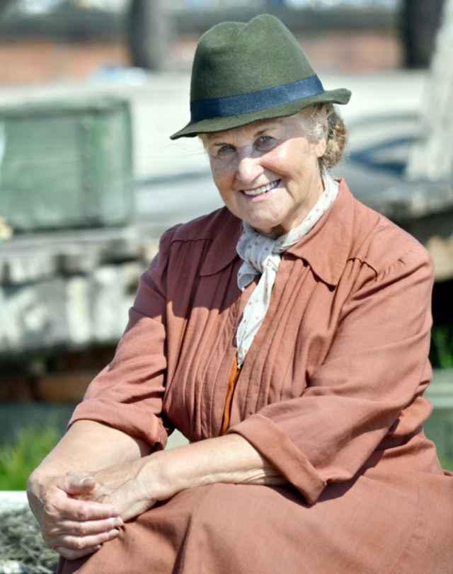 Первая героиня нового проекта - новгородка Мария Матвеева,инструктор по физкультуре, преподаватель младших классов, нынчеморж на пенсии с активной жизненной позицией