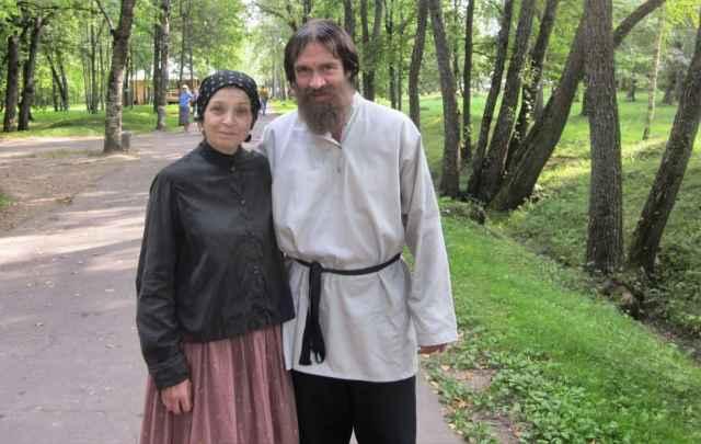 Чтобы сниматься в «Распутине», отпрашиваясь с работы Алёна сказала начальнику, что буду женой Григория Ефимовича