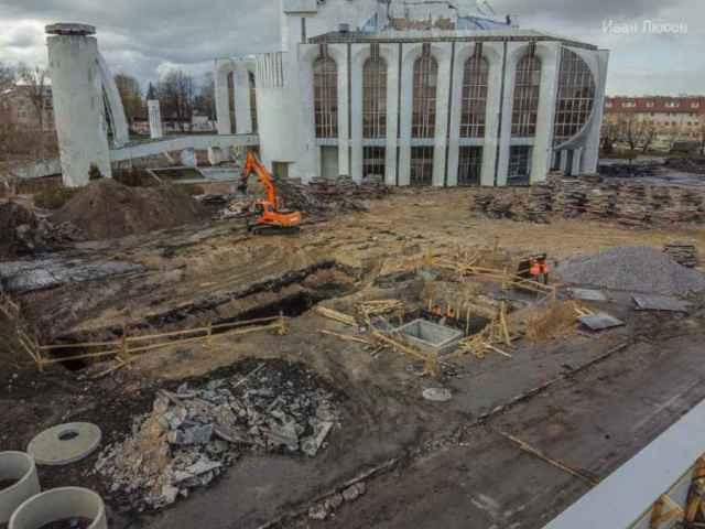 Археологические раскопки идут на месте строящейся Софийской набережной.