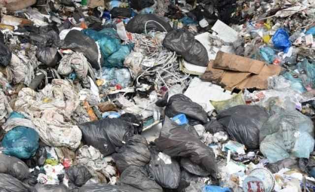 Сейчас мусора на территории бывшего марёвского аэропорта нет.