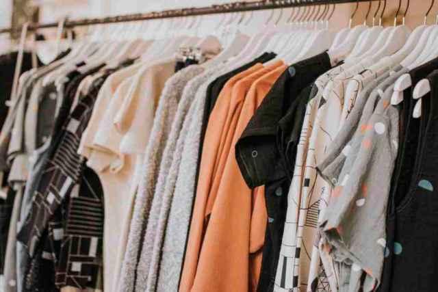 В настоящее время одеждой можно торговать на рынках в Боровичском, Старорусском и Солецком районах.