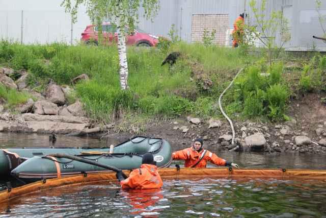 Бочка служила резервуаром для хранения мазута для котельной, которая располагалась на правом берегу реки.