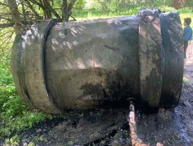 6 июня стало известно, что на берегу Перетны произошла утечка мазута.