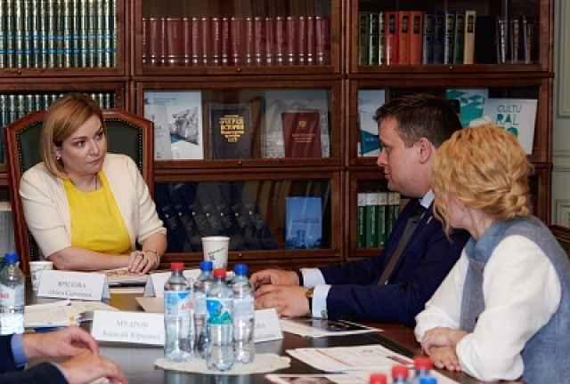В ходе встречи Андрей Никитин и Ольга Любимова обсудили вопросы капитального ремонта, реконструкции и строительства культурно-досуговых учреждений в сельской местности