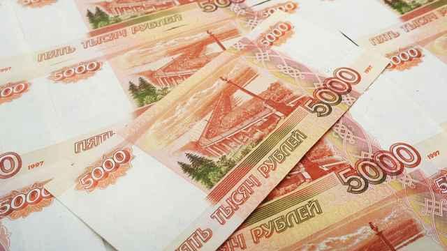 Бизнесу дали право на получение субсидий за апрель и май из расчета 12130 рублей на одного работника.