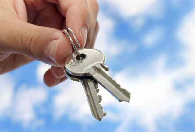 13 сирот, включенных администрацией города в список на предоставление жилья, обеспечены им не были