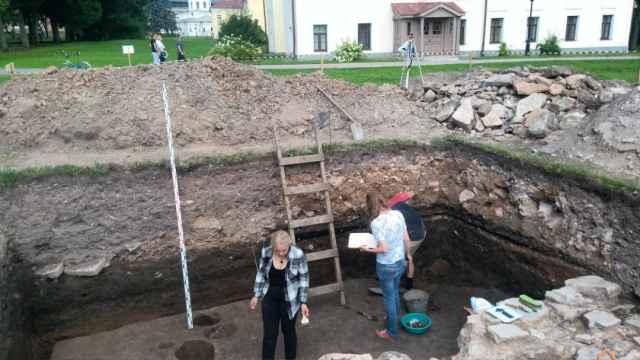 Последовательная работа позволит уточнить расположение храма, составить его план, изучить кладку стен и фундаментов, а также исследовать культурные слои домонгольского периода предшествующие сооружению каменного храма