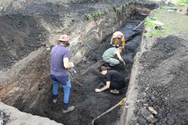 Остатки древнего храма учёные обнаружили на участке на углу улиц Михайловой и Никольской.