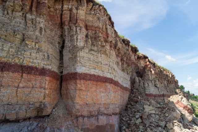 Ильменский глинт является самым протяжённым обнажением морского девона на Русской равнине.