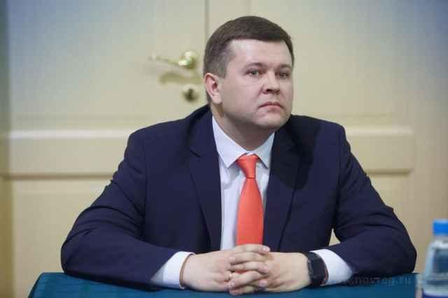 И. о. ректора НовГУ Юрий Боровиков, представлявший «Единую Россию», набрал 1417 голосов. В голосовании приняли участие 3868 человек