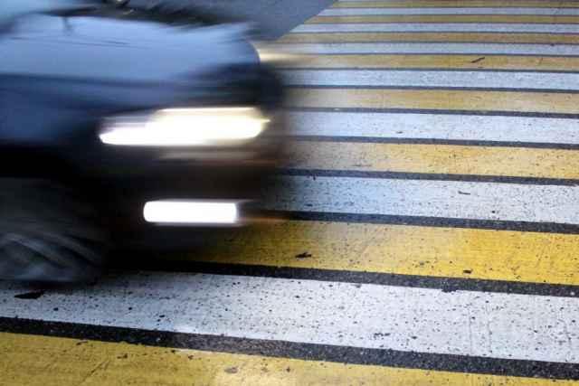 В Великом Новгороде 22-летний водитель сбил на переходе девушку