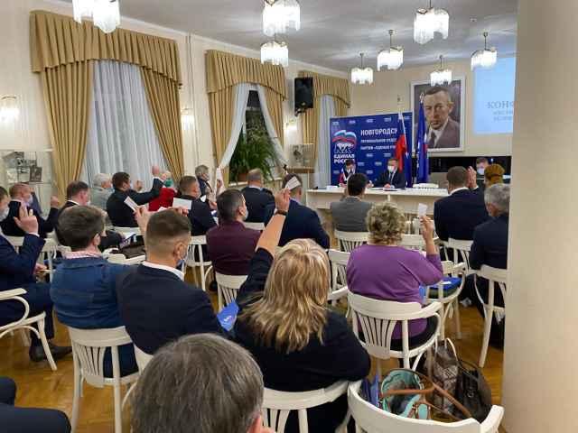 На конференции исполняющий полномочия секретаря городского отделения партии мэр Великого НовгородаСергей Бусуринподвёл итоги работы за 2020 год