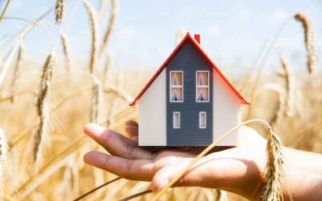 Действие сельской ипотеки распространяется на землю или жильё в сельской местности и в городах с наДействие сельской ипотеки распространяется на землю или жильё в сельской местности и в городах с населением не более 30 тысяч человек.