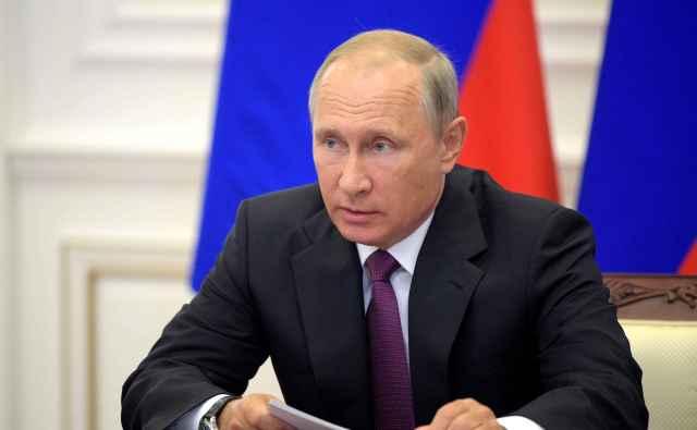 Президент имеет право назначать премьер-министра, его заместителей и федеральных министров после одобрения их кандидатур депутатами Государственной думы.