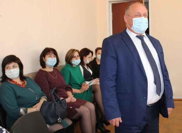 На сегодняшнем заседании думы Солецкого муниципального округа 13 депутатов поддержали Александра Котова