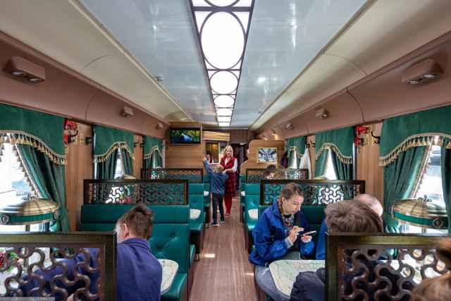 Новогоднее путешествие на ретропоезде для жителей региона организовали областной минтранс и холдинг «РЖД».