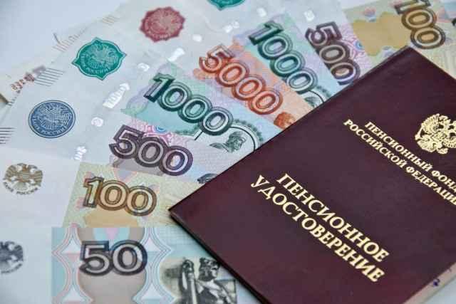 По действующему законодательству индексация всех страховых пенсий неработающим пенсионерам, включая пенсии по старости, проводится с 1 января