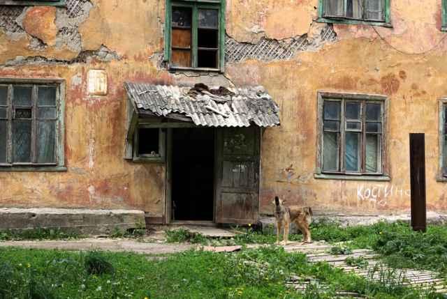 В 2012-2016 годах в Новгородской области признаны аварийными жилые помещения общей площадью 41,5 тысячи квадратных метров. А в 2017-2020 годах уже 48,5 тысячи квадратных метров.