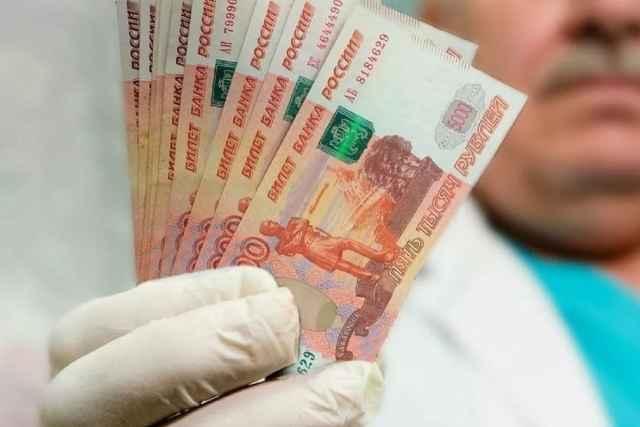 Новгородская область получит более 28 млн рублей на выплаты медикам