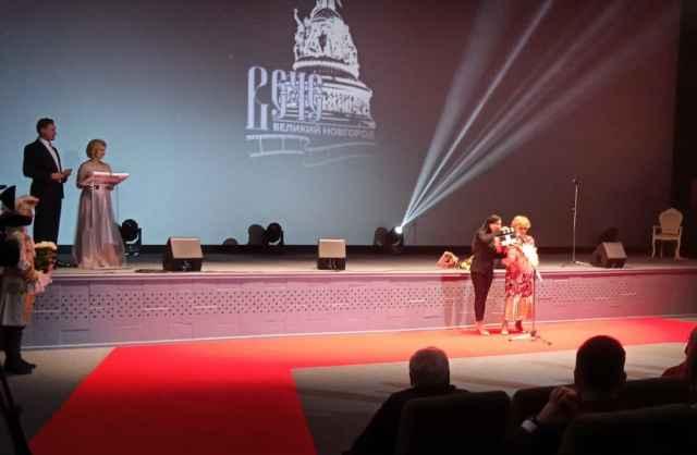 Приветствуя зрителей, Светлана Дружинина традиционно пожелала всем оптимизма, трудолюбия, которые неустанно излучает и сама