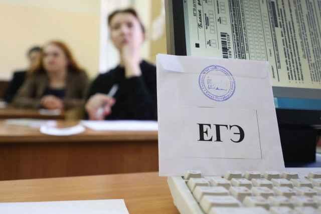 Выпускникам, которые собираются поступать в вузы и будут сдавать для этого ЕГЭ, чтобы получить аттестат, достаточно сдать на удовлетворительный результат ЕГЭ по русскому языку