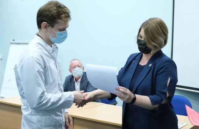 Прошедшая в институте медицинского образования церемония награждения студентов стала первой.