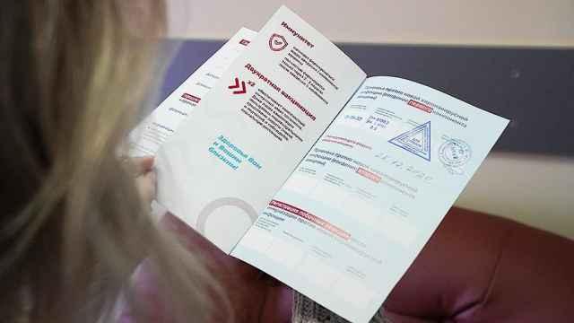 Директор wентра имени Гамалеи Александр Гинцбург назвал правильным решением введение «ковидных паспортов».