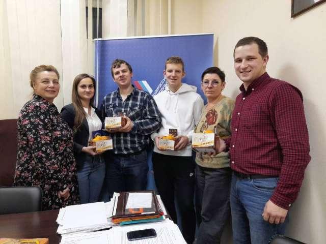Накануне новогодних праздников новгородские активисты ОНФ пригласили в гости автоволонтёров.