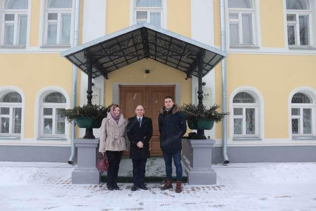 На настоящий момент Российский императорский дом состоит из двух лиц: главы дома великой княгини Марии Владимировны и наследника цесаревича Георгия Михайловича.