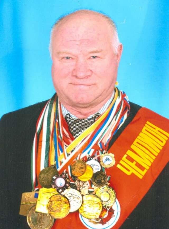 Евгений Хохлов был семикратным чемпионом Европы и четырёхкратным чемпионом мира по пауэрлифтингу.