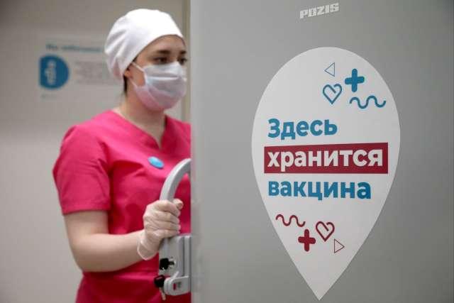 Масштабный выпуск вакцины «ЭпиВакКорона» должен начаться в феврале.