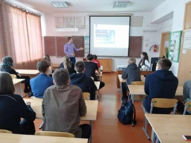 Студенты Института сельского хозяйства и природных ресурсов НовГУ провели профориентационные встречи в школах Шимского района, в которых в прошлом учились сами.