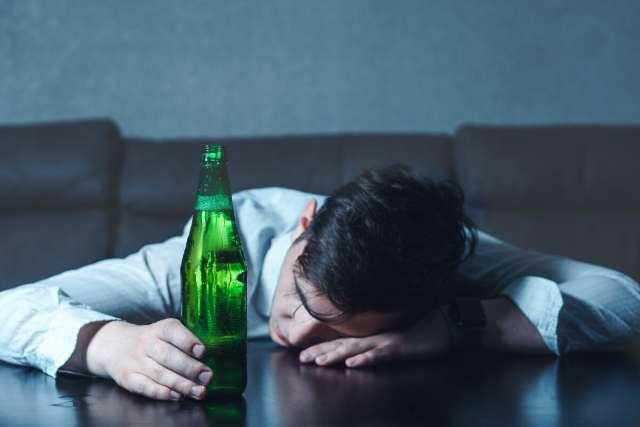 Врачей настораживает рост количества зарегистрированных в регионе алкогольных психозов.