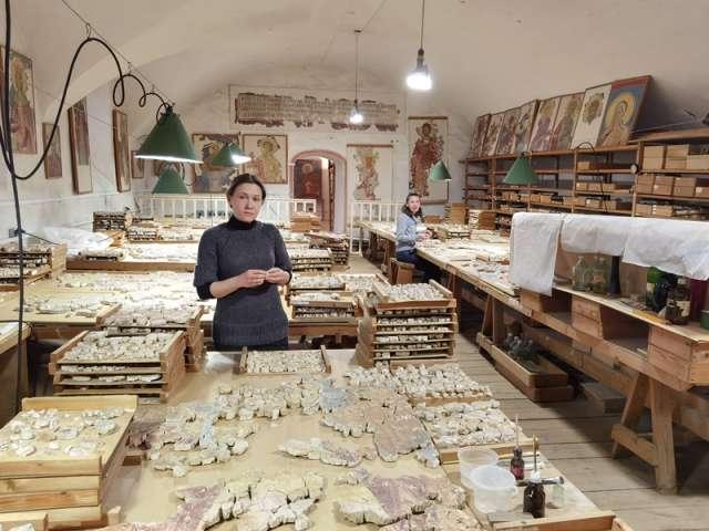Билеты в мастерскую художников-реставраторов Грековых можно приобрести онлайн, а также в кассах Новгородского музея-заповедника