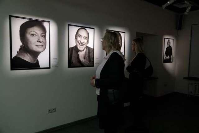 В 2019 году проект «Русские маяки» был поддержан Фондом президентских грантов. Сейчас он стал синтезом поэзии, истории, фотографии, музыки и новых мультимедийных форм искусства.