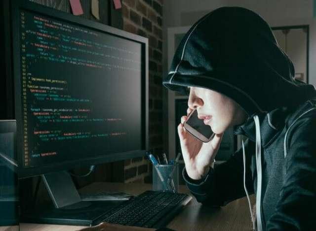 Номер телефона, с которого звонил лже-сотрудник, действительно совпадалс телефоном отдела новгородской полиции