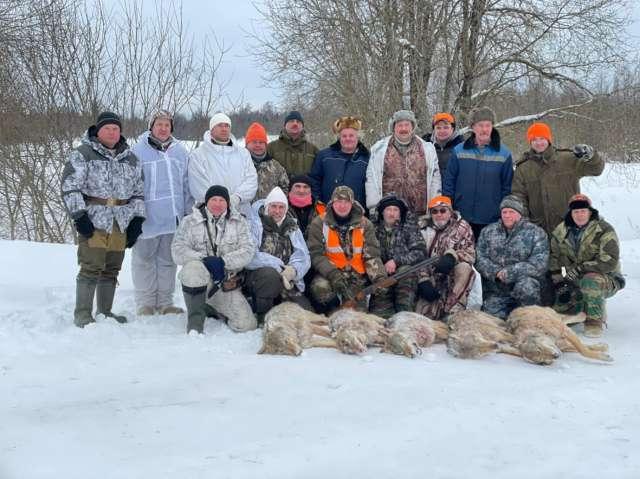 В облаве на волков участвовали охотники не только из Любытинского района, но и из Новгородского.