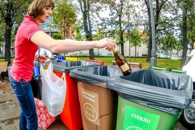 В управлении Роспотребнадзора по Новгородской области надеются, что проблема раздельного сбора твёрдых бытовых отходов начнёт решаться благодаря новым СанПиНам.