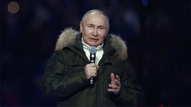 – Вот эта любовь к Родине, которая находится в крови, в характере, в генах нашего народа, делает нас сильными, объединяет вокруг общих задач, – сказал Владимир Путин.