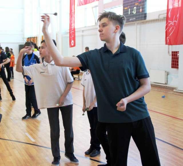В соревнованиях приняли участие дартсмены из 15 регионов страны.