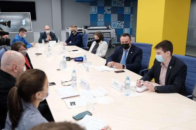 Андрей Никитин подчеркнул, что система поддержки должна мотивировать молодых людей оставаться в Новгородской области