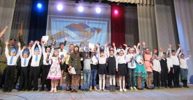 Участники VI межрайонного военно-патриотического фестиваля «Подвиг», прошедшего в Старой Руссе в 2019 году.
