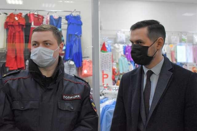 Сотрудники полиции составили протокол об административном правонарушении в отношении посетителя торгового центра
